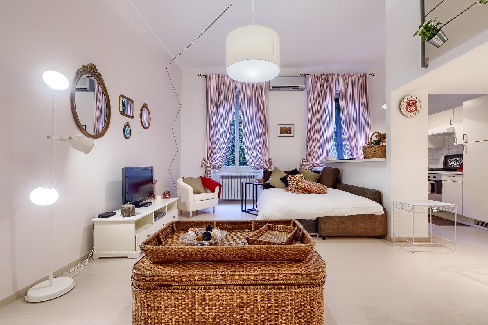 8 soggiorno con divano letto 2 - Affitti Brevi Periodi Roma